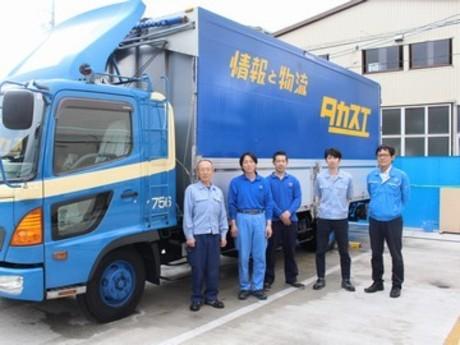 大型トラックで1日3件~4件。仕事量と帰り時間を安定させられるルート配送ドライバー。