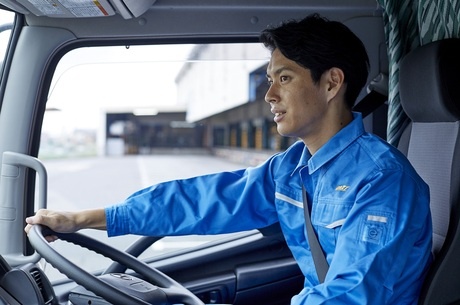 次世代を担う若手のトラックドライバー募集! 未経験者も多数活躍中